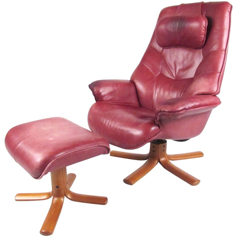 Scandinavian Modern Reclining Leather Lounge Chair with Ottoman For Sale at 1
