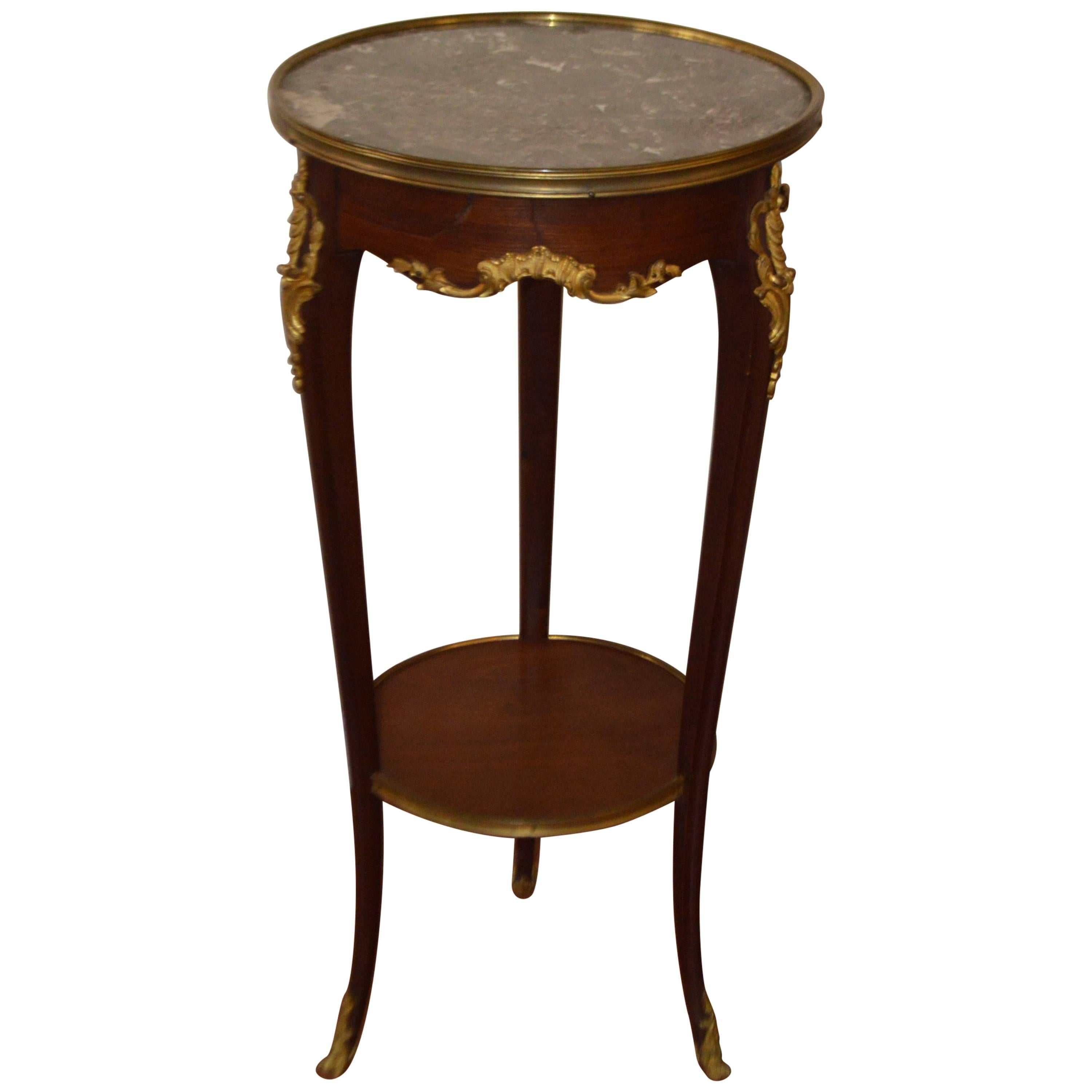 Bon Louis XV Style Mahogany Round Side Table With Bronze Accents And Marble Top  For Sale