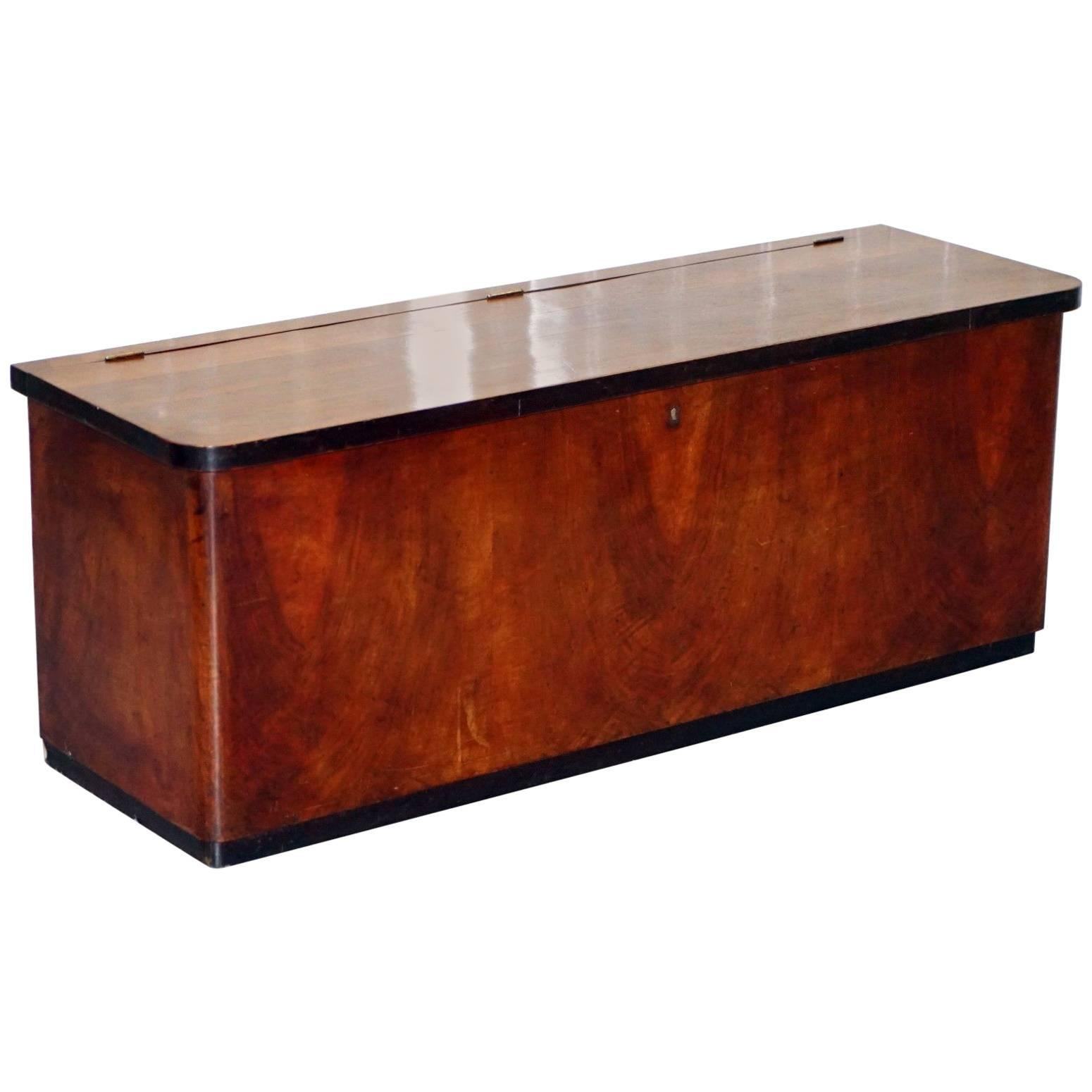 Charmant Antique Flamed Mahogany Chest Seat With Open Top Large Storage Trunk For  Sale