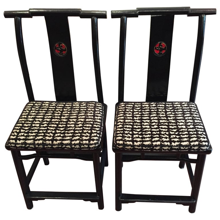 19th Century Qing Dynasty Black and Red Lacquered Side Chair For Sale