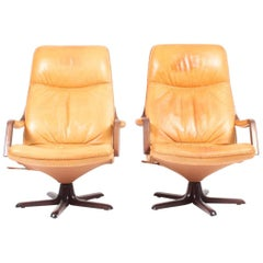 Pair of Recliners in Patinated Leather Model Berg C90