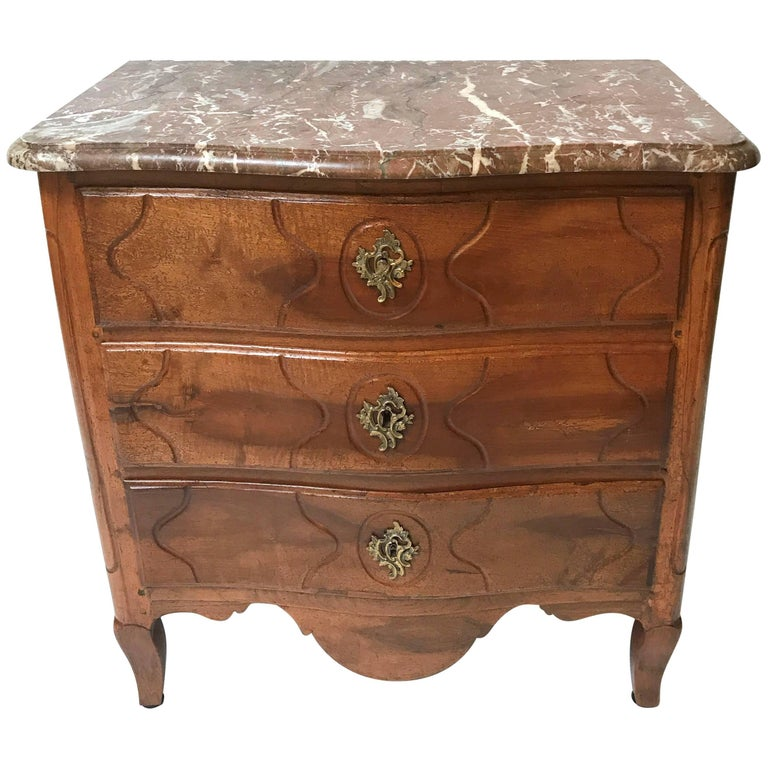 period louis xv french petite commode for sale at 1stdibs. Black Bedroom Furniture Sets. Home Design Ideas
