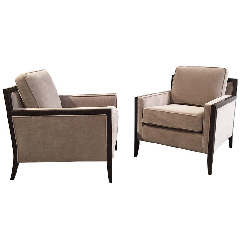 Mid-Century Modern Pair of Chairs For Sale