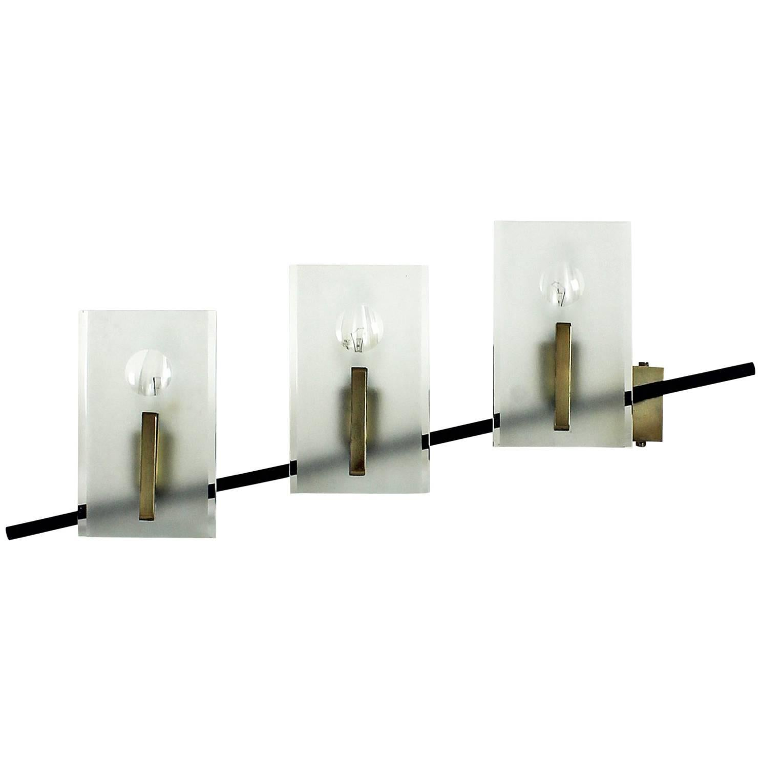 1950s Wall Light  in black steel, brass and glass. Attributed to Stilnovo. Italy