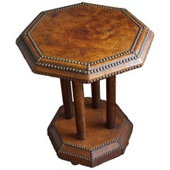 Timeless Art Deco Tiger Oak & Leather Coffee or Occasional Table, England, 1920