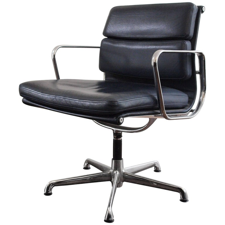 Charles eames ea 208 chair for icf for sale at 1stdibs - Herman miller bucket chair ...