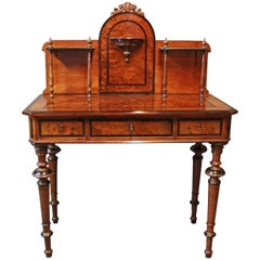 Ladies Desk in Handpolished Walnut from the 1860s