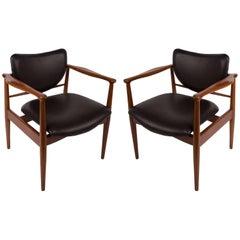 Finn Juhl, Danish Mid-Century Modern Pair of Teak and Leather Armchairs