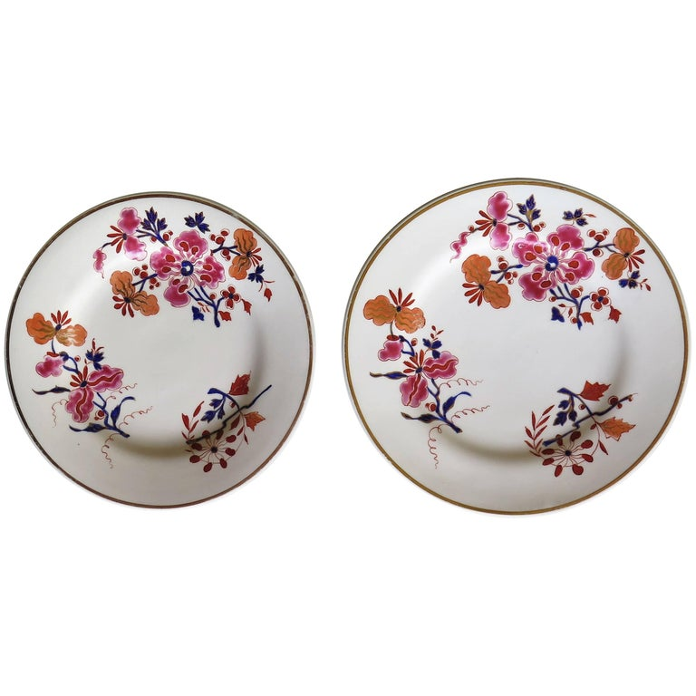 Pair of Worcester Flight Barr and Barr Plates Hand-Painted Flowers, circa 1825 For Sale
