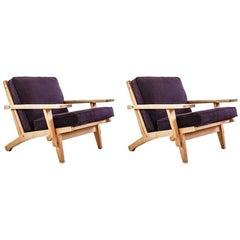GE 375 Model Pair of Lounge Chairs, in Teak, Cushions in Kwadrat Fabric
