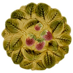 Sarreguemines French Faïence Majolica Strawberry and Leaf Round Serving Platter