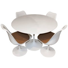 Knoll Mid-Century Modern Dining Table with Four Tulip Chairs by Eero Saarinen