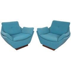 Pair of Midcentury Style Lounge Chairs in Knoll Boucle Fabric