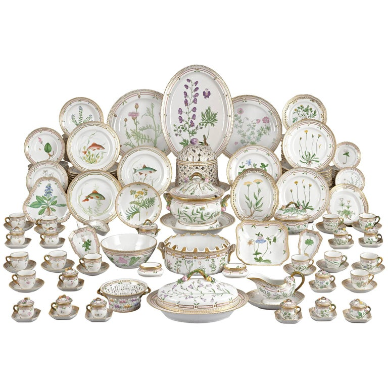 143 Piece Flora Danica Porcelain Dinner Service by Royal Copenhag For Sale