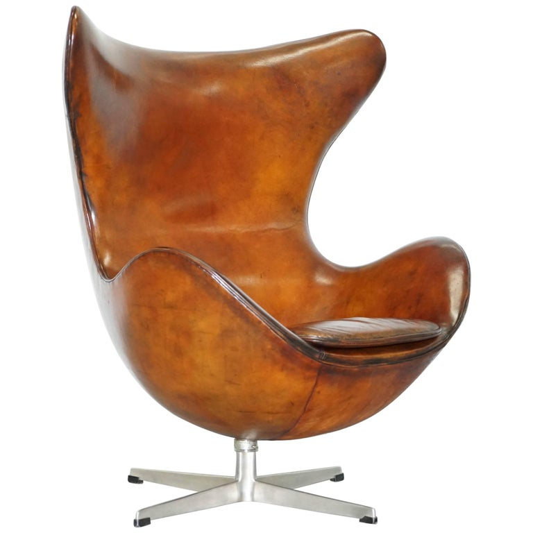 original stamped fritz hansen egg chair arne jacobsen vintage brown leather at 1stdibs. Black Bedroom Furniture Sets. Home Design Ideas