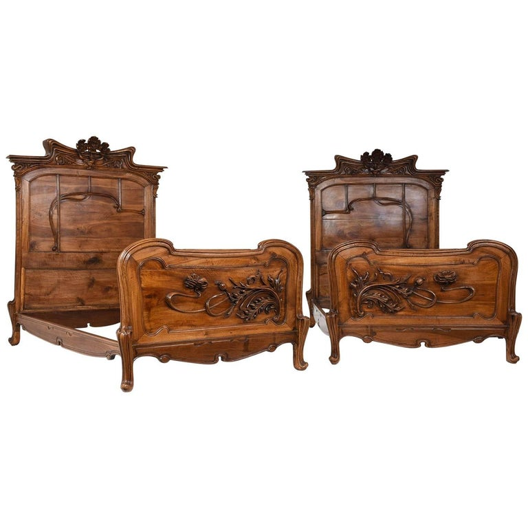 Pair of Early 20th Century Art Nouveau Twin Beds in the Manner of Majorelle 1