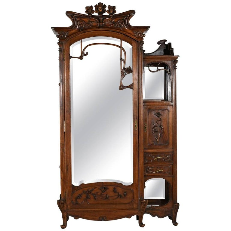 Early 20th Century Art Nouveau Armoire in the Manner of Louis Majorelle