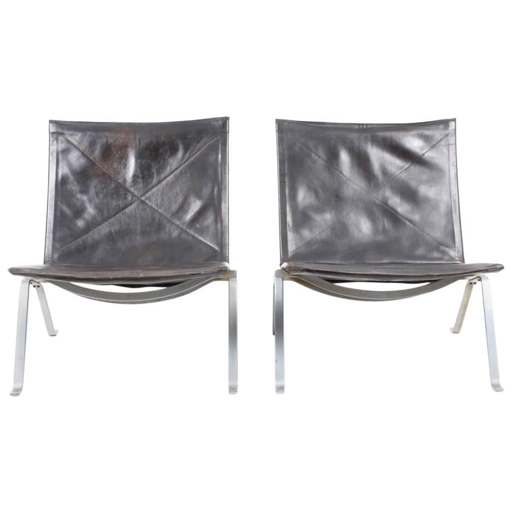 Pair of PK 22 Lounge Chairs in Patinated Leather