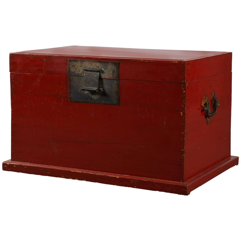 Late 19th Century Chinese Red Lacquer Trunk For Sale