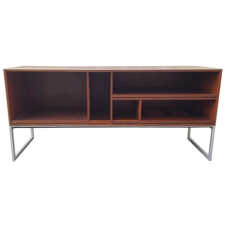 mc40 music hifi cabinet or sideboard by jacob jensen for bang and olufsen at 1stdibs. Black Bedroom Furniture Sets. Home Design Ideas