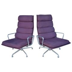Mid-Century Pair of Armchairs Designed by Eames for Herman Miller