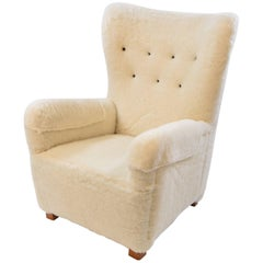 Fritz Hansen Model 1672 Easy Chair in Lamb's Wool Upholstery