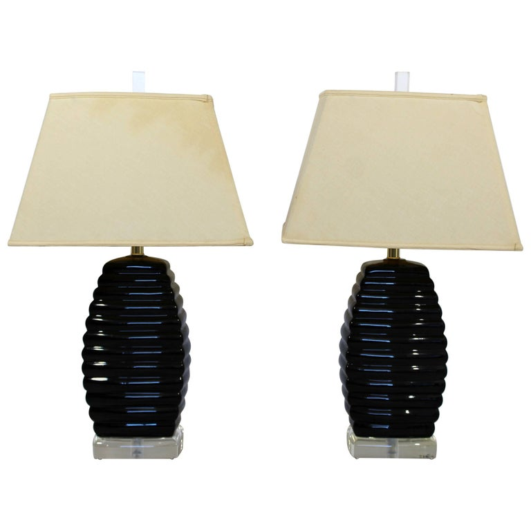 Mid-Century Modern Pair of Bauer Black & Clear Lucite Table Lamps Beehive Style For Sale