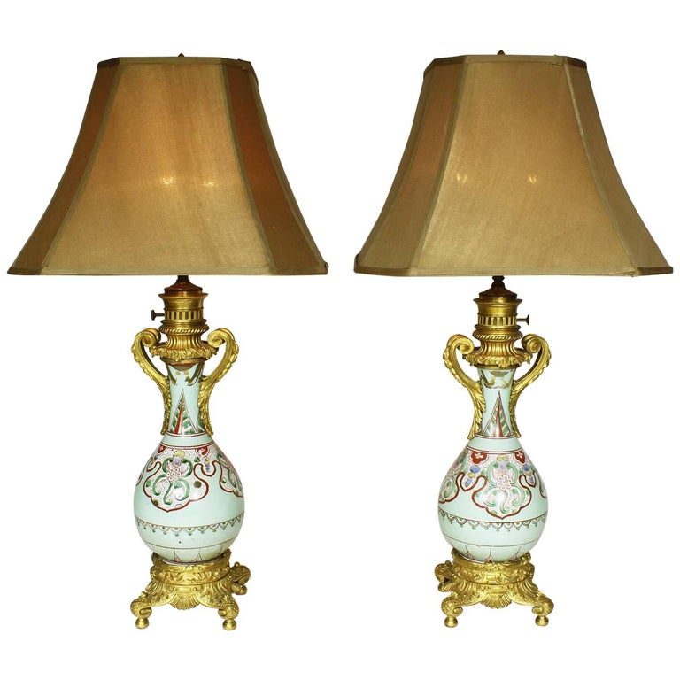 Fine Pair of 19th Century Ormolu-Mounted Chinese Porcelain Vases Oil Lamps For Sale