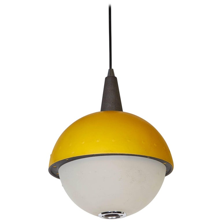 Italian 1980s Memphis Style Pendant Light For Sale