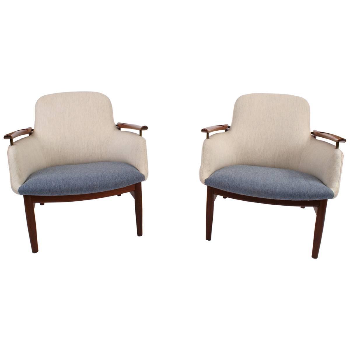 Finn Juhl Pair of NV53 Easy Chairs in Teak for Niels Vodder, 1953