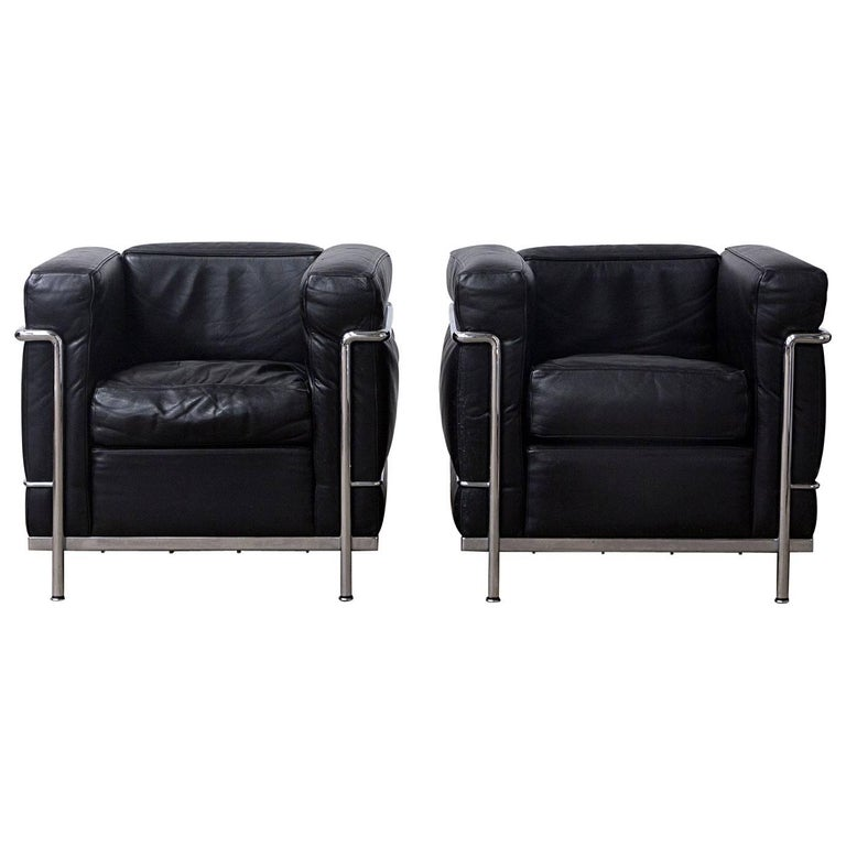1928, Le Corbusier, LC2 Easy Chair Black Leather by Cassina For Sale ...