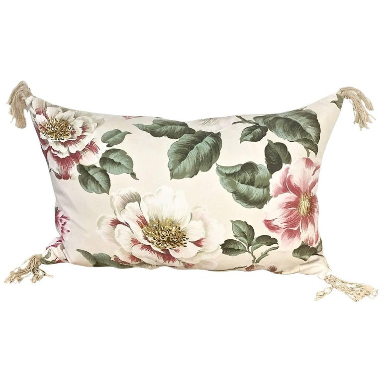 1950s-1960s Vintage English Large-Scale Print Magnoliias Cotton Tasselled Pillow For Sale