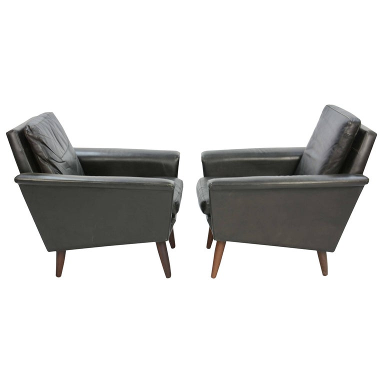 Pair of Iconic Danish Club Chairs in Saddle Leather after Fritz Hansen For Sale