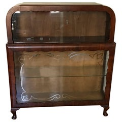 1920s French Art Deco Curio Display Cabinet with Scalloped Woodwork Detailing