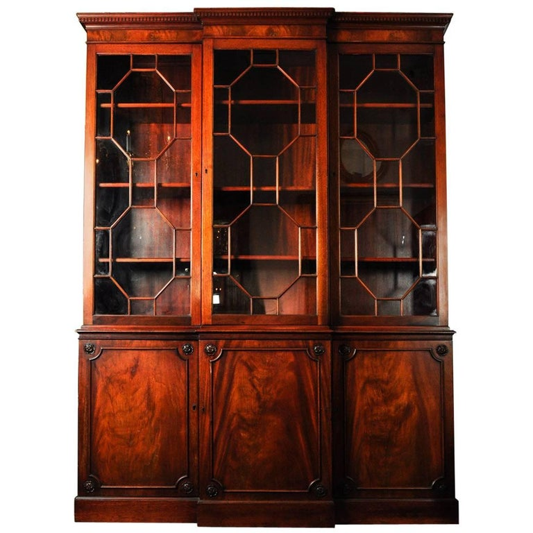 Late 18th-Early 19th Century American Mahogany Wood China Cabinet / Hutch