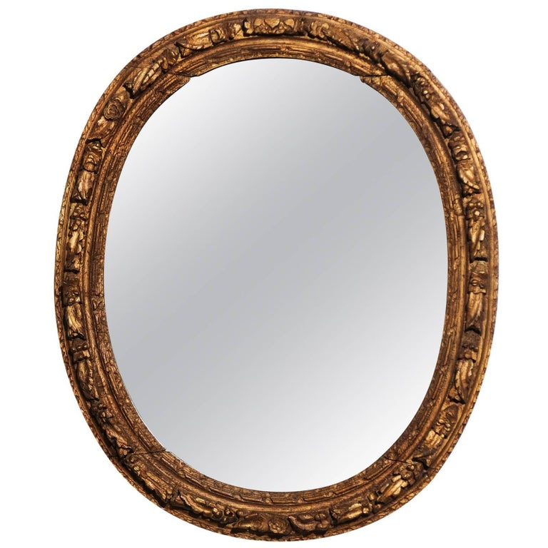 French Louis XIV Period 1710s Giltwood Oval Mirror with Carved Rosettes For Sale