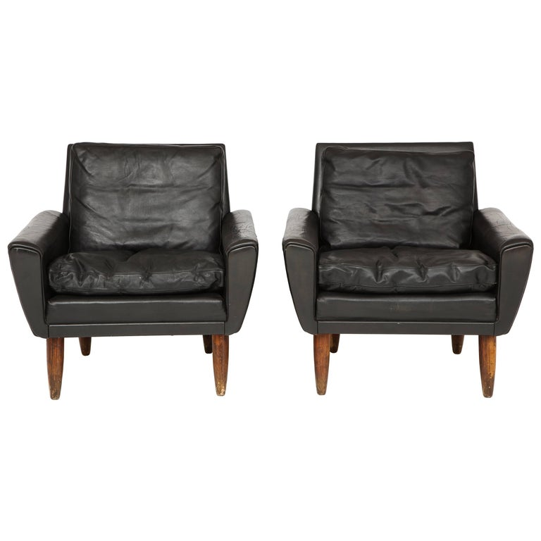 Pair of Midcentury Black Leather Chairs from France For Sale