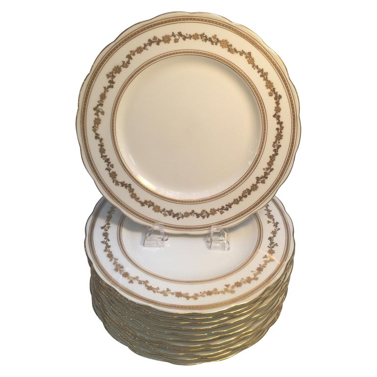 Set of 12 English Dinner Service Plates For Sale