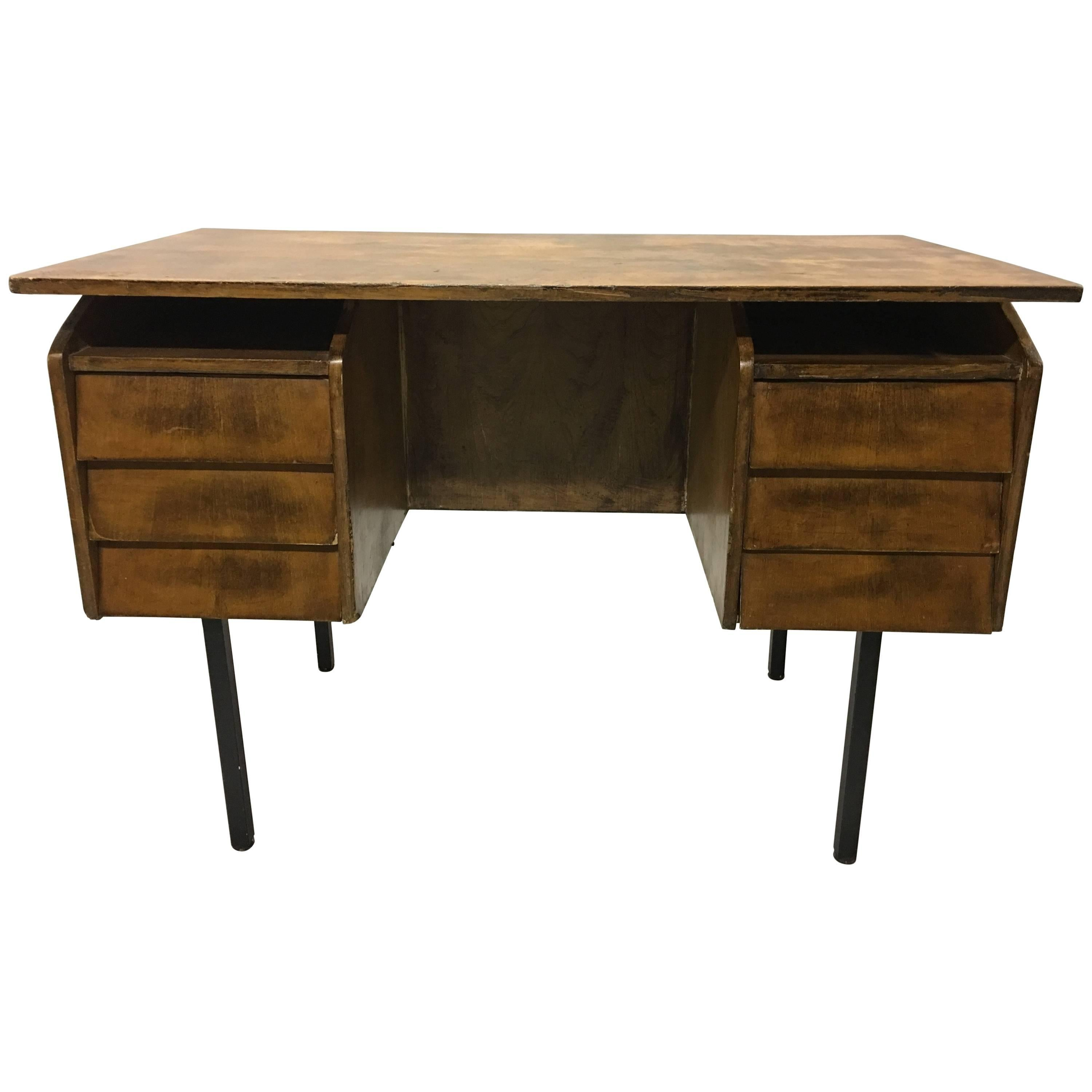 Merveilleux German Mid Century Modern Cantilevered Wood And Metal Desk By Voss, 1950  For Sale