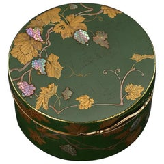 Antique French 18-Karat Gold-Mounted and Japanese Lacquer Snuff Box, circa 1770