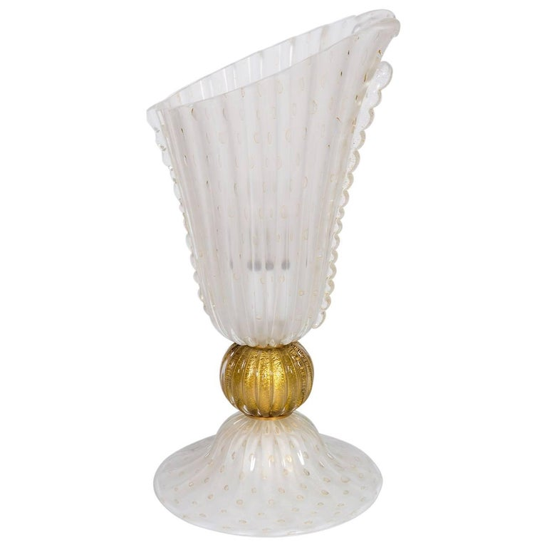 Italian Table Lamp in Blown Murano Glass White and 24-Karat Gold finishes, 1970s For Sale