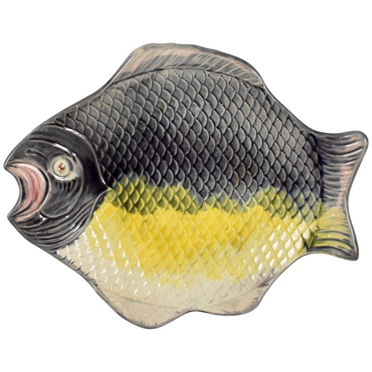 French Majolica Flat Fish Serving Platter or Shallow Bowl, 19th Century