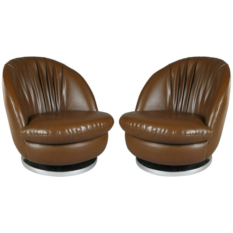 Pair of Swivel Lounge Chairs by Milo Baughman for Thayer Coggin