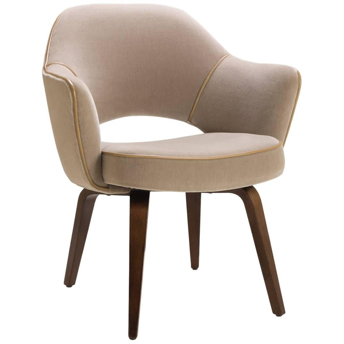 Saarinen Executive Armchair With Walnut Legs In Mohair And Leather Piping  For Sale