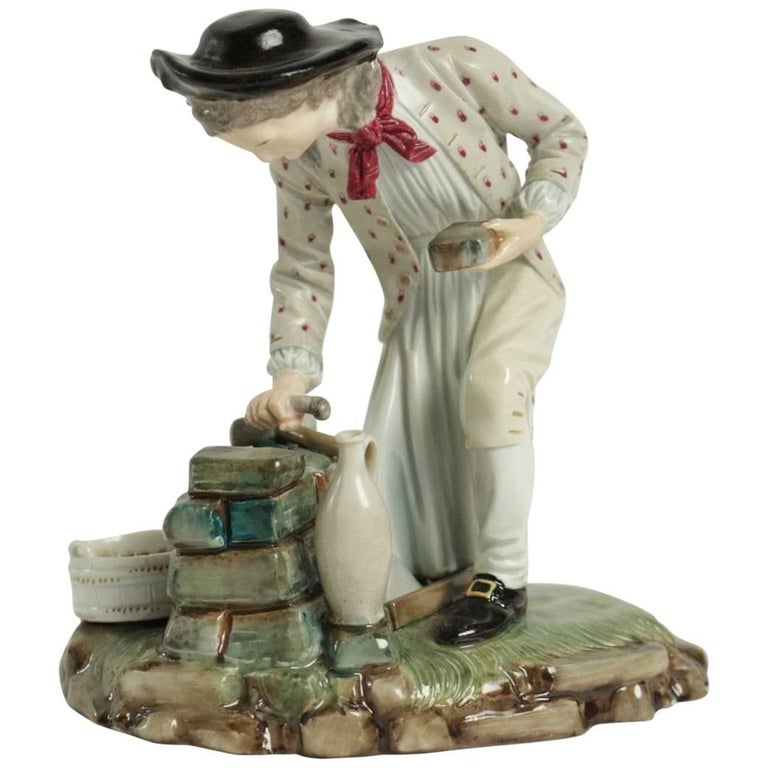 19th Century Figurine in Porcelain For Sale