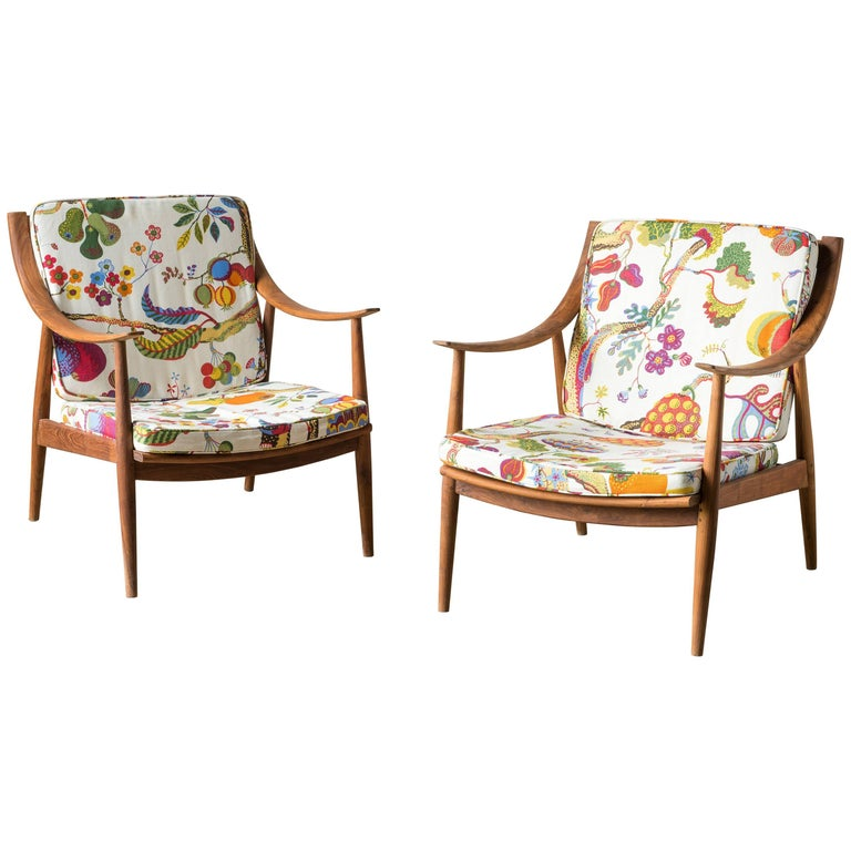 21th Century Lounge Chairs in Teak Wood For Sale