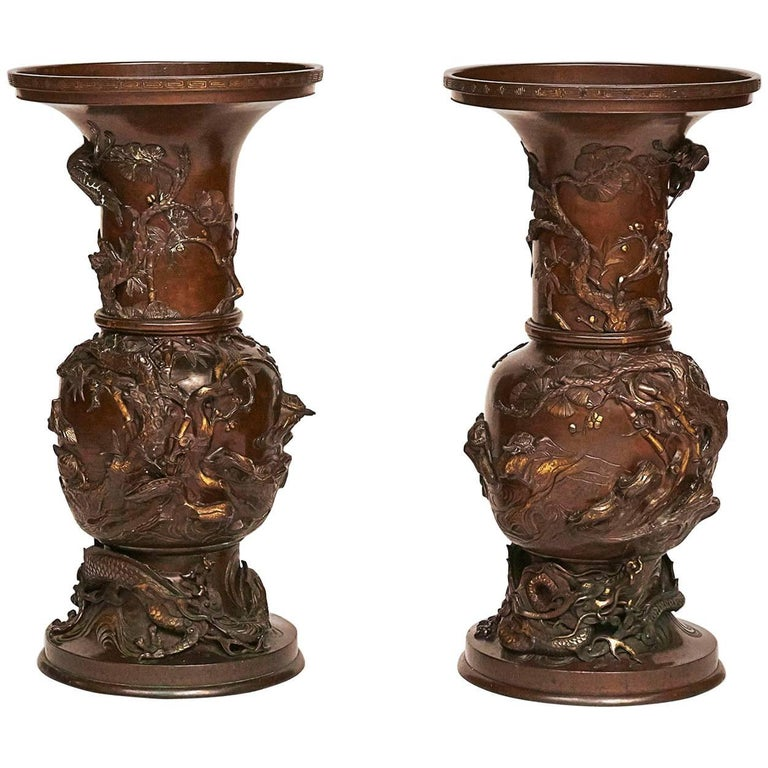 Pair of Colossal Japanese Vases, Meiji Period, circa 1866 For Sale