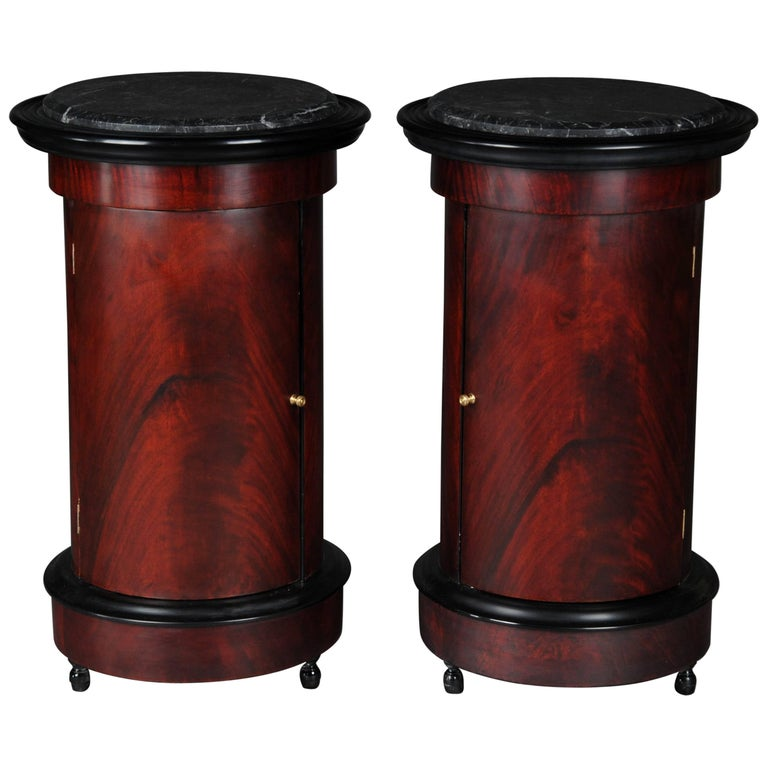 tonneau bar cabinet side table in biedermeier mahogany r for sale at 1stdibs. Black Bedroom Furniture Sets. Home Design Ideas