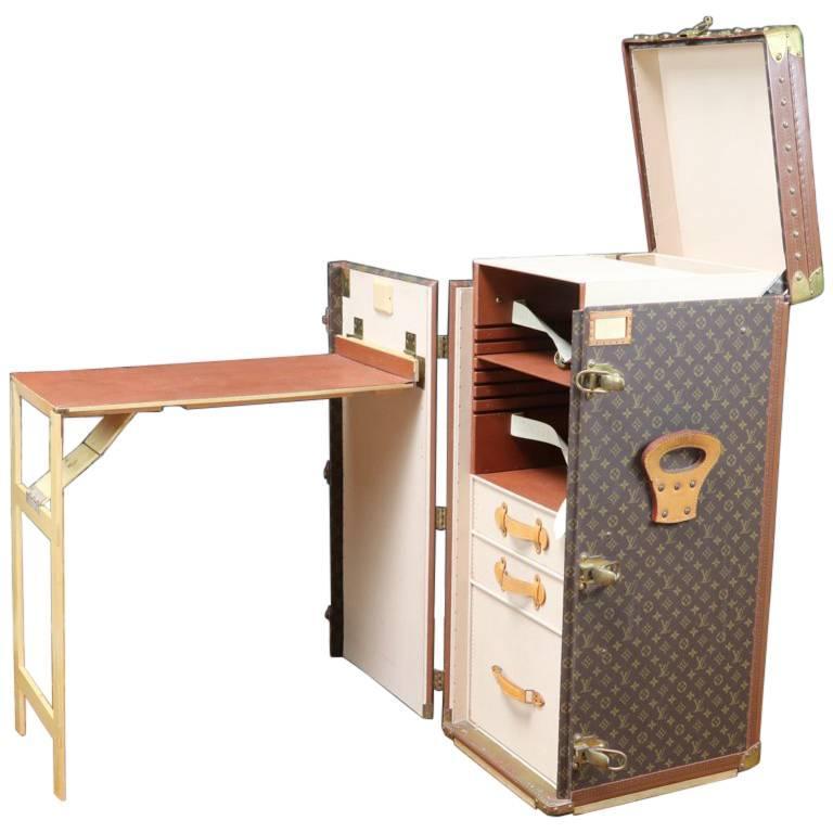 20th Century Very Rare And Exquisite Louis Vuitton Stokowski Writing Desk  Trunk