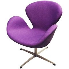 Early Arne Jacobsen 3320 Swan Chair
